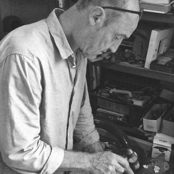 Carlos tellechea joyería de autor, joyería contemporánea, pátina de plata, arteartesania,